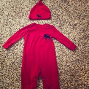 Adorable onesie perfect for fall/winter